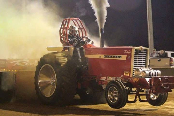 tractor at tractor pulling event